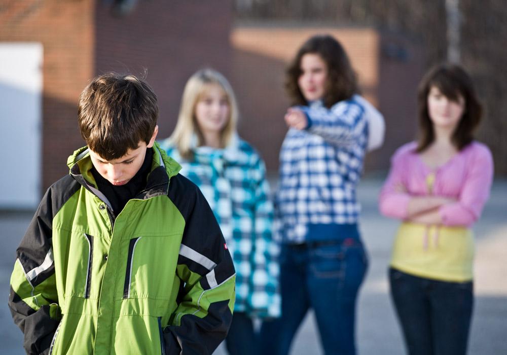 10 probleme care ii framanta pe adolescenti de la acnee, la cresterea in inaltime