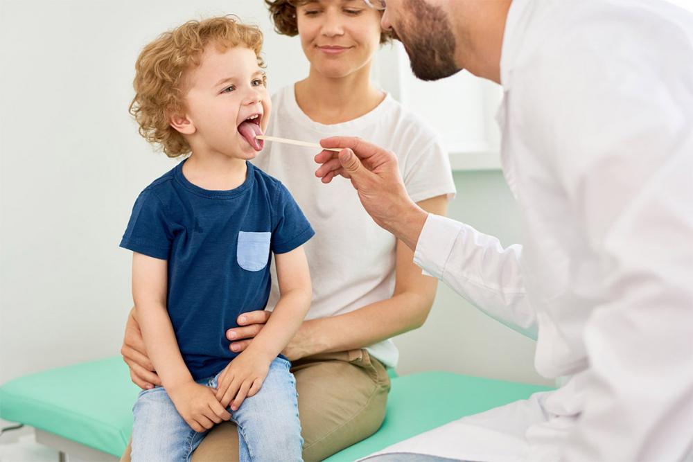 Durerile de gât la copii: remedii și recomandări